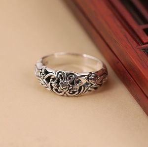 Jewelry - GORGEOUS ANTIQUED .925 STERLING SILVER FLOWER RING